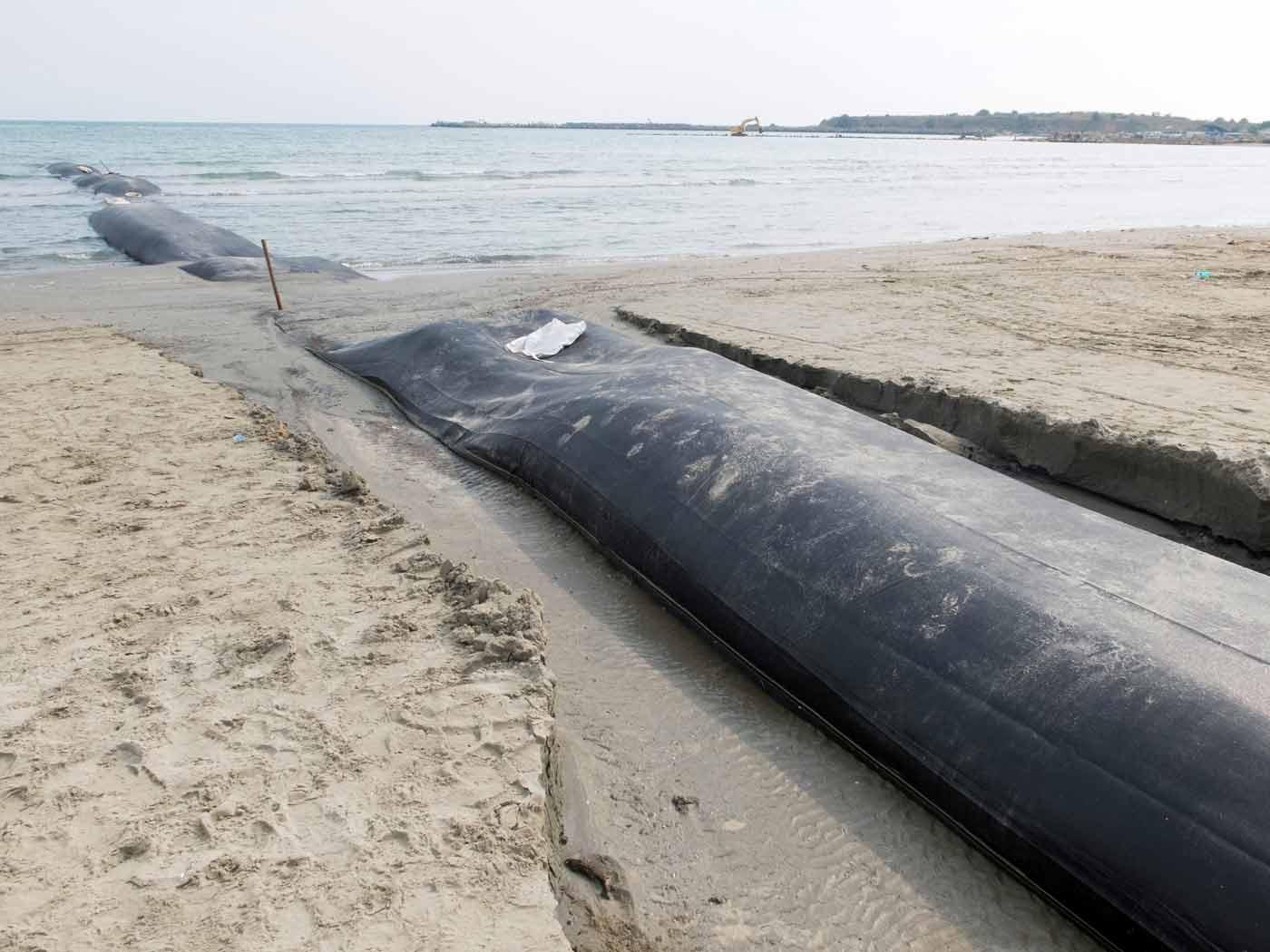 Coastal defence at Mamaia beach on the Black Sea - Edilfloor